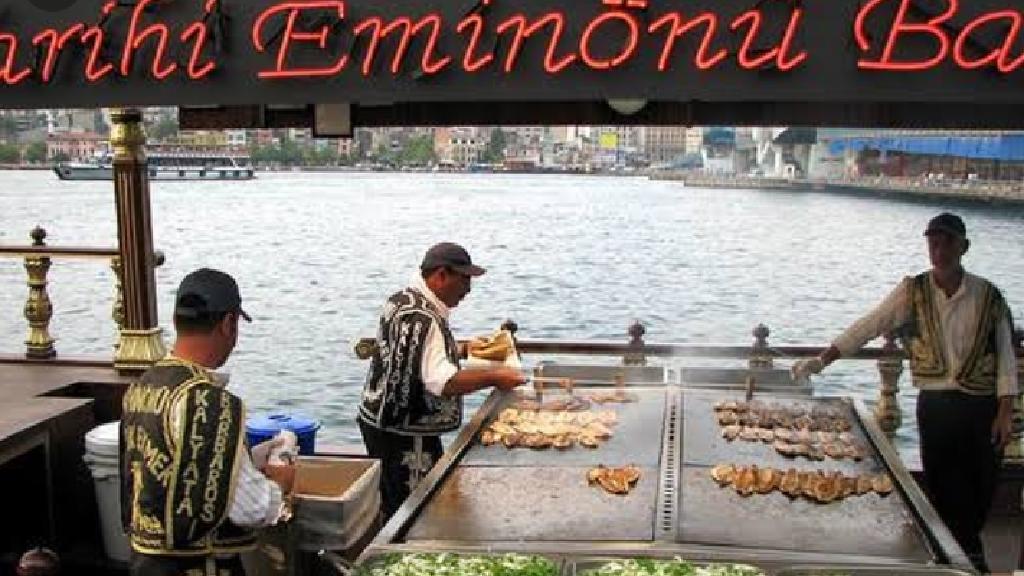 Tarihi Eminönü Balık Ekmek
