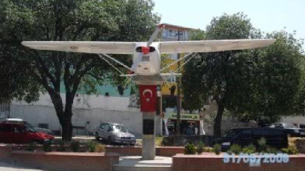İlk Posta Uçağı Anıtı