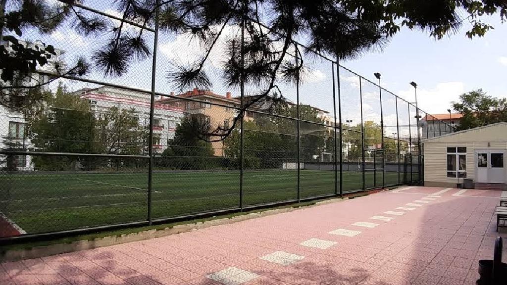 Cumhuriyet Anadolu Lisesi Halı Saha Tesisleri