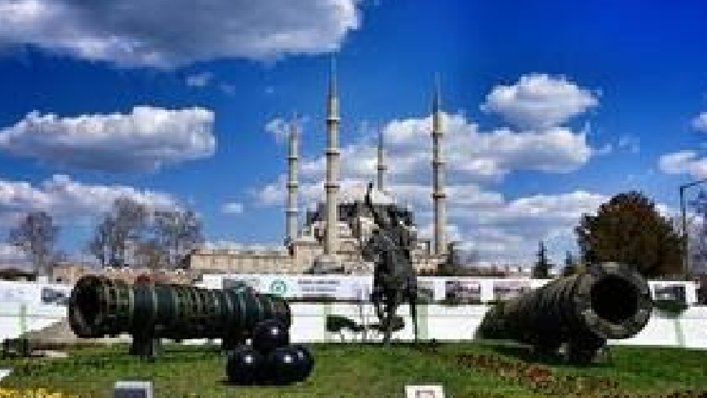 Fatih Sultan Mehmet ve Şahi Top Heykeli
