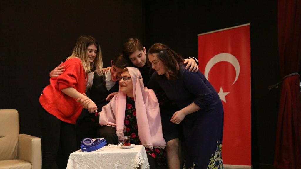 Kadınlar Günü Vesilesiyle Tiyatro Oyunu Sergilendi