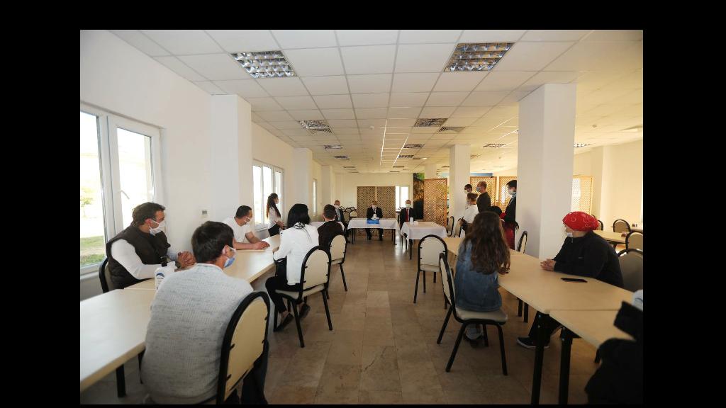 Vali Nayir'den Sağlık Çalışanlarına Moral Ziyareti